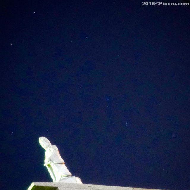 夜中に急遽初詣ってことで鈴谷大堂に行ってきた。帰りに北斗七星と仏像がなんとなく良い感じだったのでパチリ!もうちょいちゃんと撮れば良かったな〜今年はカメラも買ったことですし色々と挑戦したいです。今年もバシバシ写真撮ります。よろしくお願いします。